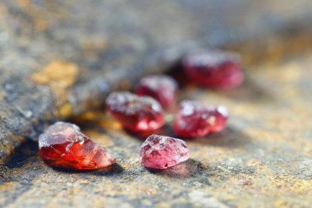 深い味わいのガーネット インパクトの赤 天然石アクセサリー